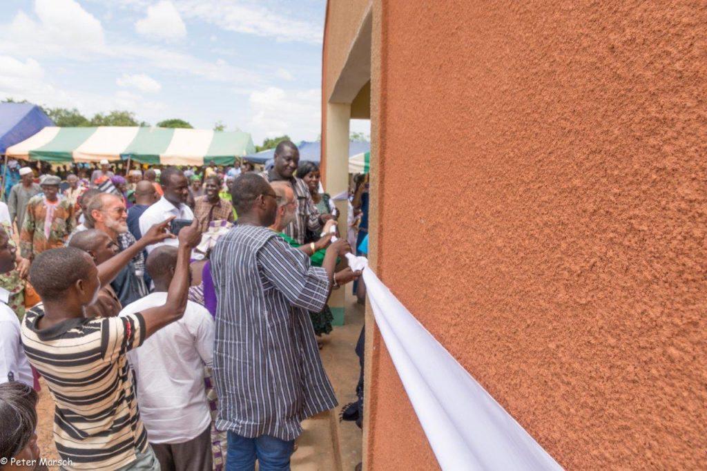 Feierliche Eröffnung der Geburts- und Krankenstation. Ein bewegender Moment.